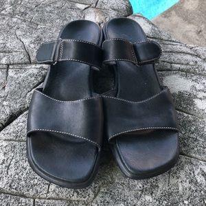 Clarks black leather superlight slipon size 9M